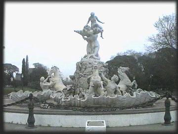 'Victoria de Samotracia. Fuente de las nereidas; Lola Mora'